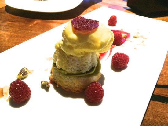 Different Pointe of View at Pointe Hilton Tapatio Cliffs Resort: Chiffon Date Cake