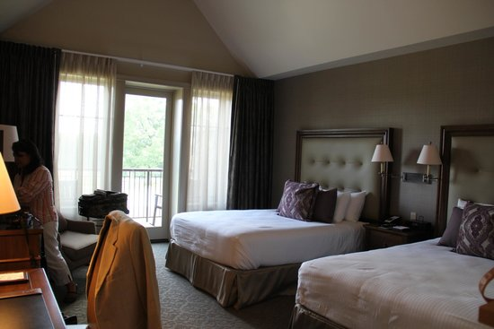 The Sewanee Inn: Rooms are fairly spacious and balconies are nice.