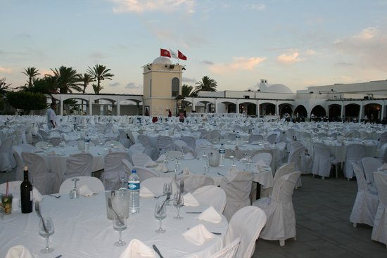 Club Med Djerba la Douce: soirée blanche autour de la piscine à la Douce