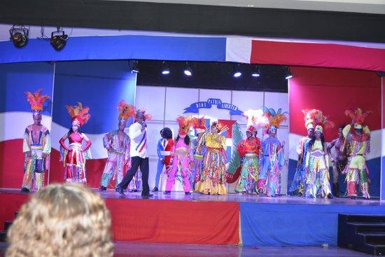 Paradisus Punta Cana: Show de Bachata y ritmos Tradicionales : Excelente