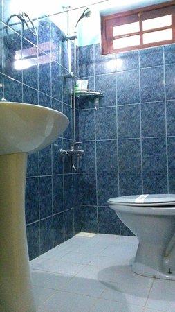 Hotel The Saffron: Standard Bathroom