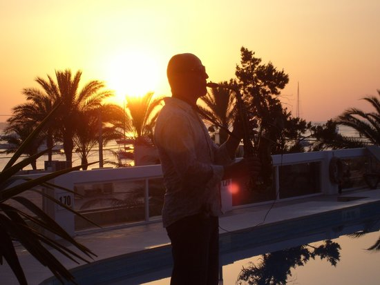 Bellamar Hotel Beach & Spa: chilled sax, at sunset evening entertainment