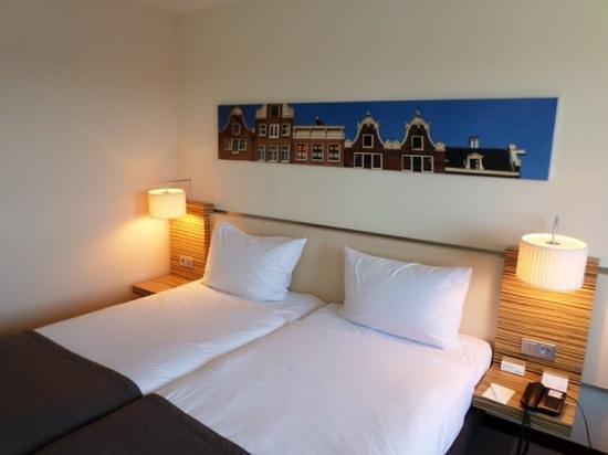 Movenpick Hotel Amsterdam City Center: Our room