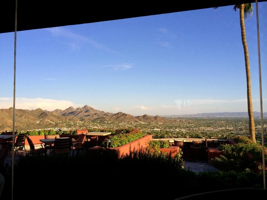 Different Pointe of View at Pointe Hilton Tapatio Cliffs Resort: Veiw