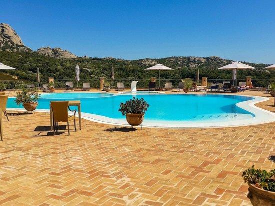 Hotel Parco degli Ulivi: Piscina con vistas