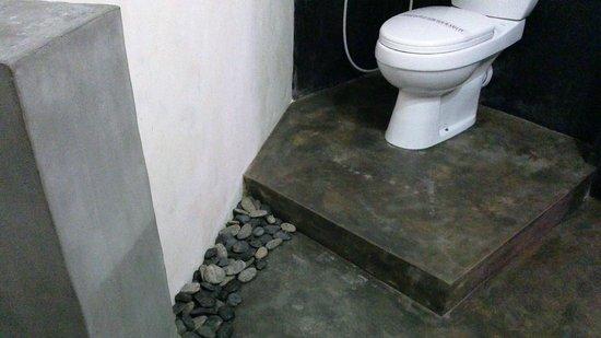 Hotel The Saffron: Deluxe Bathroom