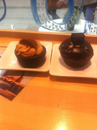Cupcake Corner : Peanut butter and brownie