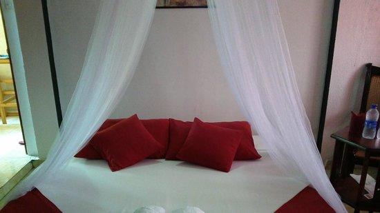 Hotel The Saffron: Deluxe Room