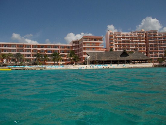 El Cozumeleño Beach Resort: Looking back at the hotel while snorkeling
