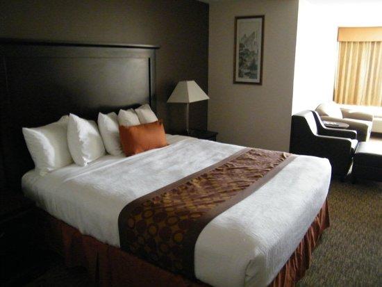 BEST WESTERN PLUS Dragon Gate Inn: room