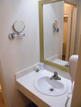 Best Western Plus Dragon Gate Inn: bath