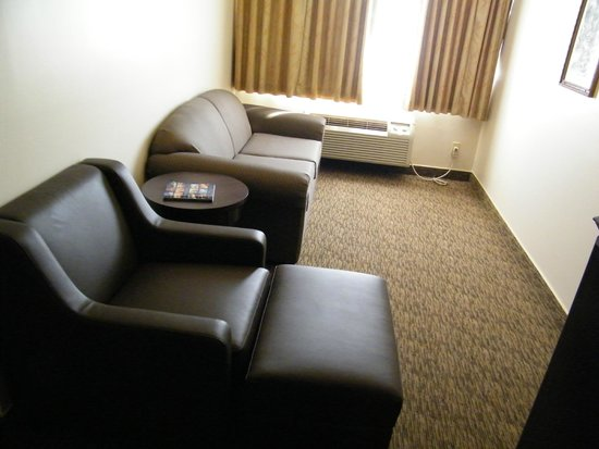BEST WESTERN PLUS Dragon Gate Inn : seating area in room, odd construction though as couldn't really view tv from sofa
