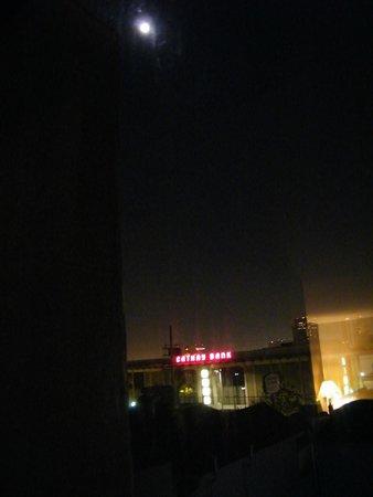 Best Western Plus Dragon Gate Inn: nighttime
