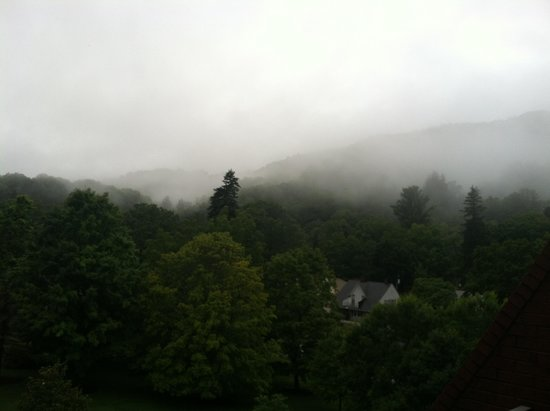 The Omni Homestead Resort: Misty & foggy morning view from the room