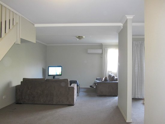 Pinnacle Apartments Canberra : View of sitting Area