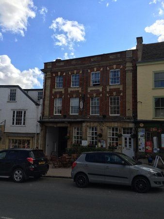 The Bull at Burford: Frontage (16-Aug-2014)