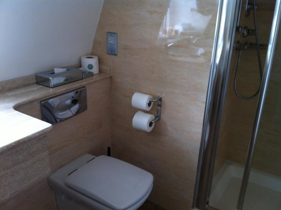 Ballygarry House Hotel & Spa: Bathroom