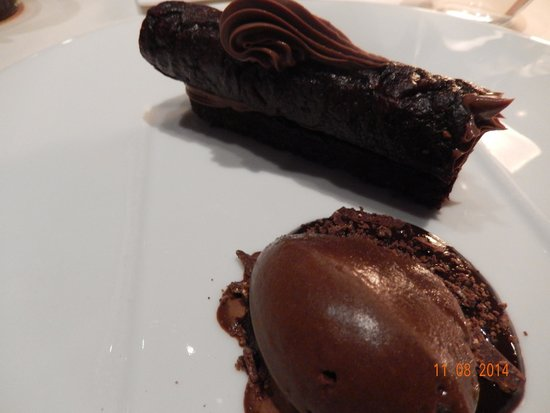 Les Ombres: Chocolate crisp...to die for
