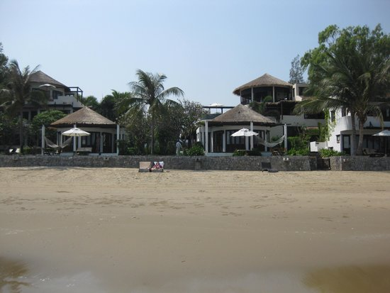 Aleenta Hua Hin Resort & Spa: View from beach
