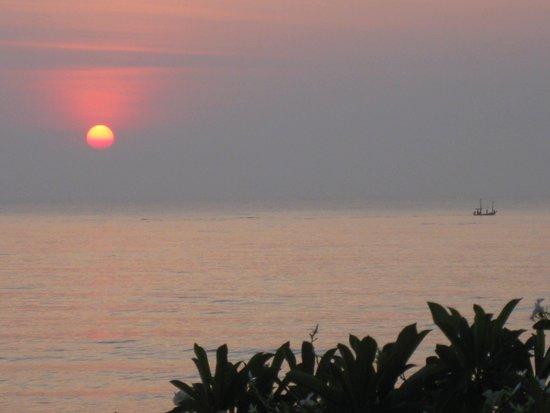Aleenta Resort Pranburi: Sunset