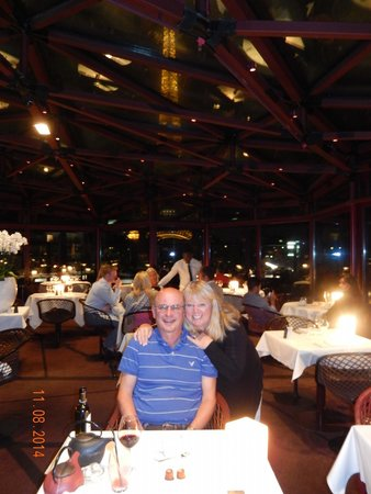 Les Ombres: A romantic dinner