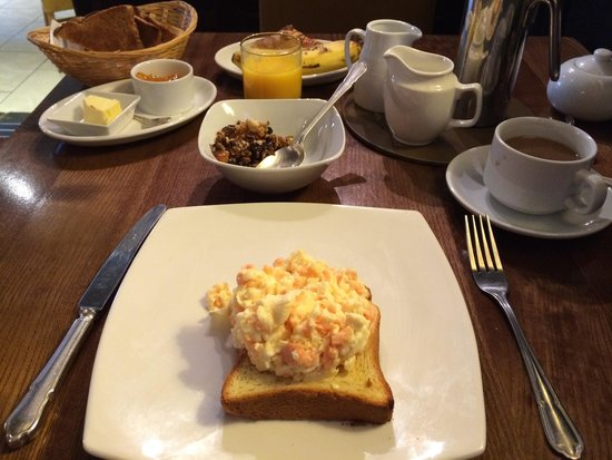 The Bull at Burford: Salmon & scrambled egg on brioche breakfast