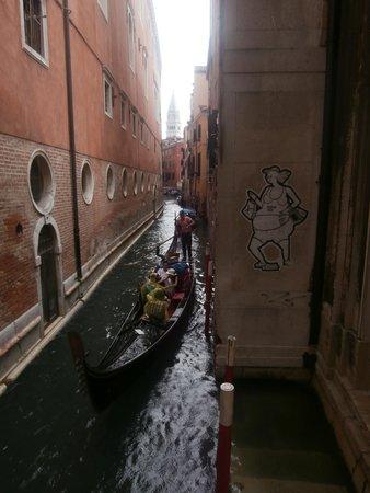 Grand Canal: Gondole e pioggia
