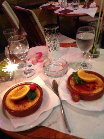 Cafe Le Petit Pont: Creme brûlée was top notch!