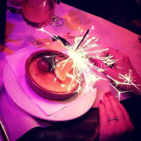 Cafe Le Petit Pont: Fireworks with dessert!