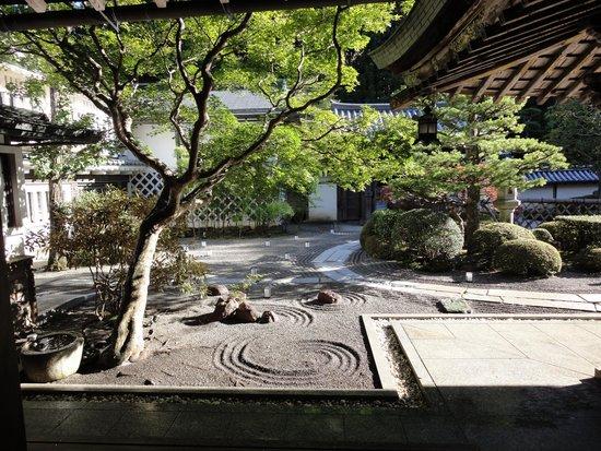 Fukuchiin: 玄関です