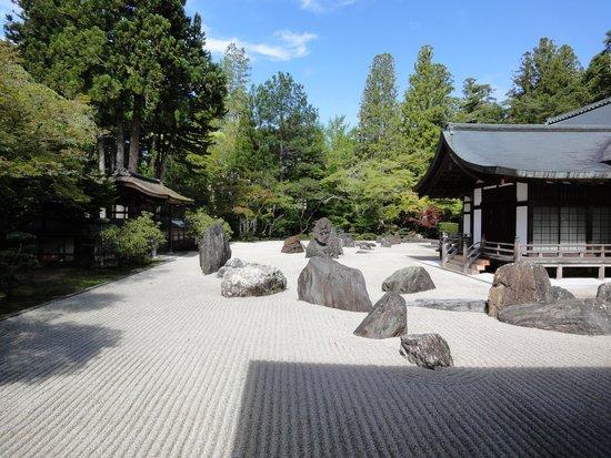 Fukuchiin: お庭です