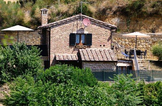 La Casina Toscana: Vista frontale