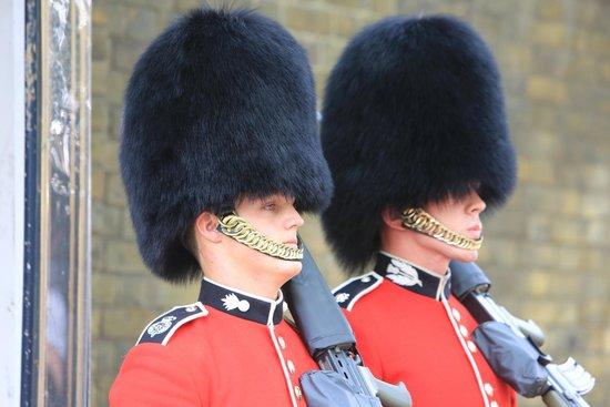 Fun London Tours: Young guards