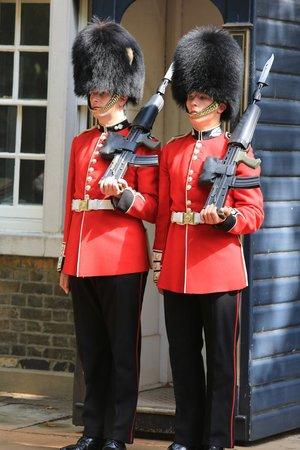 Fun London Tours: Guards at Clarance House
