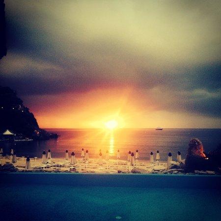 Hotel Hermitage -- Portoferraio : Tramonto sulla piscina