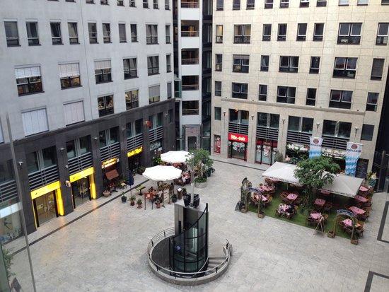 Arcadia Hotel Berlin: DALL'ASCENSORE..