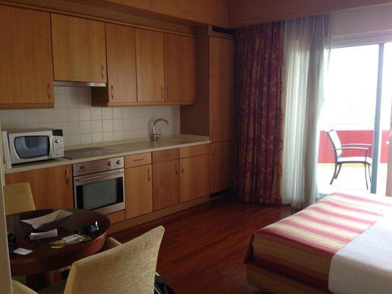 Solplay Hotel de Apartamentos: Kitchen area