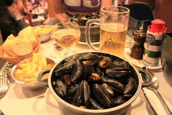 Chez Leon: Mussels in white wine