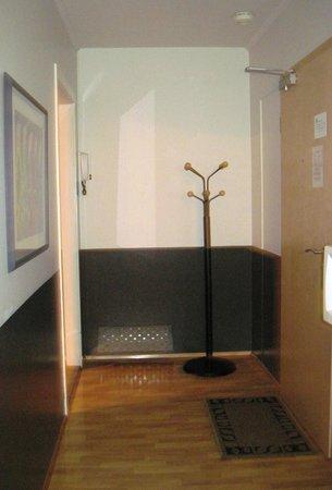 Embassy Luxury Apartments : foyer