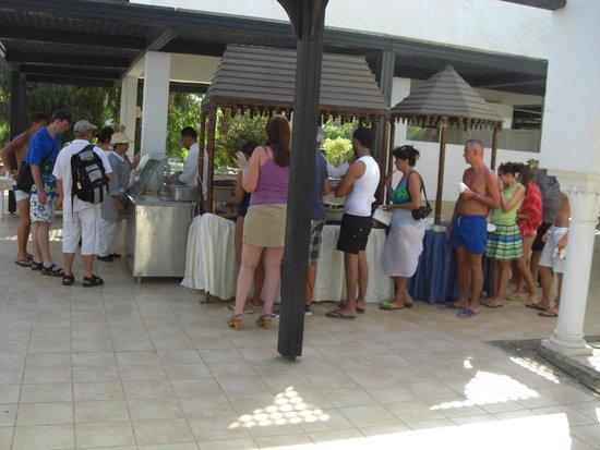 Winzrik Resort & Thalasso Djerba : 10 minutes d'attente pour une crépe
