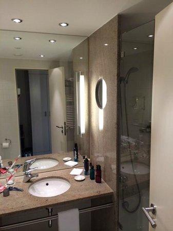 Pullman Berlin Schweizerhof: The bath