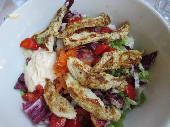 Le Lanterne: Huge portion of chicken salad
