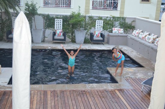 Derwent House Boutique Hotel : Fun in the pool