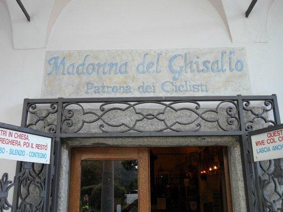 Hotel Il Perlo Panorama: chiesa del Ghisallo
