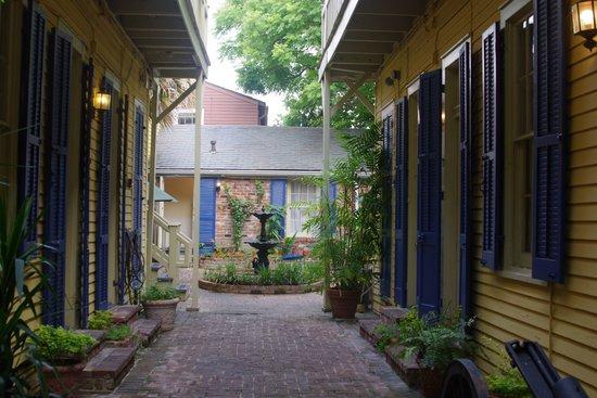 Andrew Jackson Hotel : courtyard