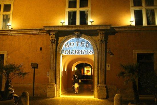 Hotel Columbus: Front entrance