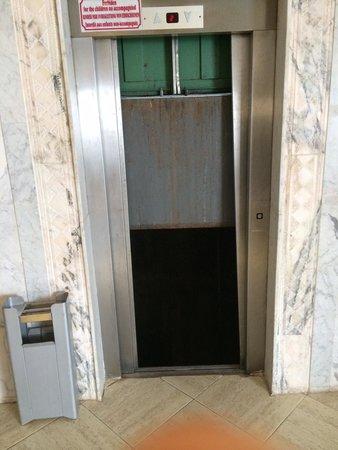 Hotel Dar El Olf: Ascenseur