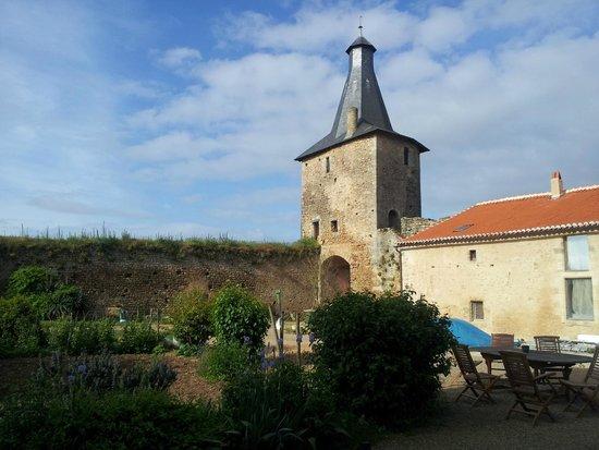 Le Vieux Chateau - chambres et table d'hotes : Château