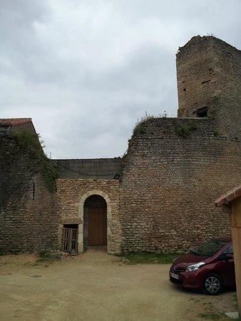 Le Vieux Chateau - chambres et table d'hotes : Entrée du Château