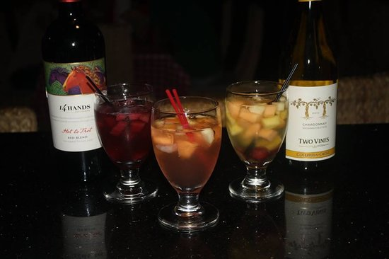 Hollywood Smokehouse : Sangria Saturdays 5$ Sangria All Day